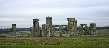 Stonehenge在萨利,威尔特郡,英国附近的一座古老史前石纪念碑 图库摄影
