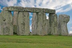 Stonehenge κάτω από έναν μπλε ουρανό, Αγγλία στοκ εικόνα με δικαίωμα ελεύθερης χρήσης