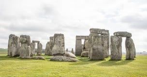 Stonehenge complex van stenen met sloot Royalty-vrije Stock Fotografie