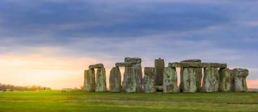 Stonehenge an der Dämmerung Lizenzfreie Stockfotos