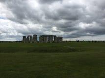 Stonehenge an einem bewölkten Tag lizenzfreie stockfotos