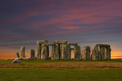 Stonehenge en la puesta del sol Foto de archivo libre de regalías