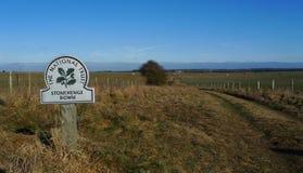 Stonehenge giù munisce di segnaletica fotografie stock libere da diritti