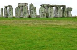 Stonehenge mit großer grüner Wiese Lizenzfreies Stockbild