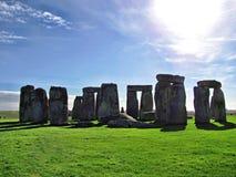 Stonehenge nel sole con le nuvole 2 fotografia stock libera da diritti