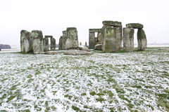 Stonehenge nell'inverno con neve immagine stock