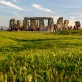 Stonehenge op de vooravond van de de Zomerzonnestilstand stock foto