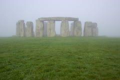 Stonehenge op een mistige ochtend Stock Afbeelding