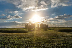 Stonehenge przeciw słońcu, Wiltshire, Anglia Obraz Royalty Free