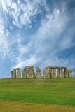 Stonehenge sous un ciel bleu, Angleterre Images libres de droits