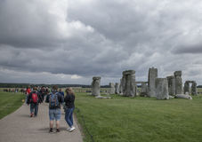 Stonehenge - turistas Imagens de Stock Royalty Free