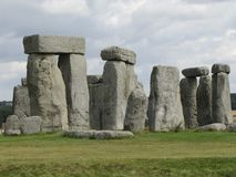 Stonehenge --un monumento di pietra diritto preistorico situato in Inghilterra fotografia stock libera da diritti