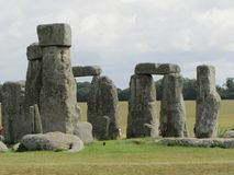 Stonehenge --un monumento di pietra diritto preistorico situato in Inghilterra fotografia stock