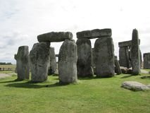 Stonehenge --un monumento di pietra diritto preistorico situato in Inghilterra immagini stock