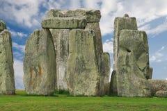 Stonehenge under en blå sky, England Royaltyfri Bild
