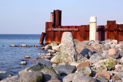 Free Stones, Breakwater And Rusty Iron Wall On The Baltic Sea Coast. Stock Photos - 86590053