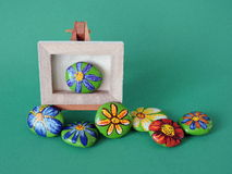 Stones with painted flowers Royalty Free Stock Photography