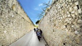 Старый переулок города сделанный с рукой изогнул переулок города stonesOld сделал с рукой изогнул камни стоковые фото