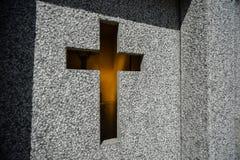 Stonewall z krzyżem grobowiec Obraz Stock