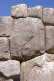 Stonework fino em paredes da fortaleza do Inca Imagens de Stock