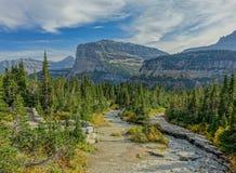 Stoney Indian Trail-Durchläufe in Gletscher N P lizenzfreies stockfoto