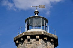 Stonington, CT: Weatervane e luz no farol de pedra Fotos de Stock Royalty Free