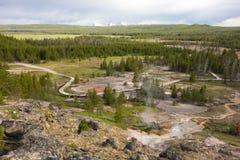 Stoom die van geisers bij het beroemde yellowstonepark toenemen royalty-vrije stock afbeeldingen