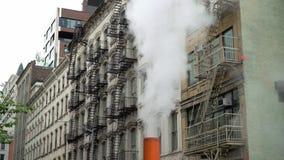 Stoom en gebouwen in New York stock footage