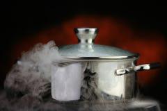 Stoom over het koken van pot Royalty-vrije Stock Afbeeldingen