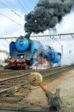Stoom voortbewegingsalbatros 498 022, het station Smicho van Praag Royalty-vrije Stock Afbeelding
