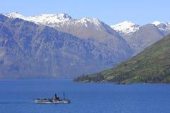 Stoomboot op Meer, Nieuw Zeeland Stock Foto's