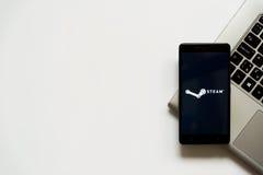 Stoomembleem op het smartphonescherm Stock Foto