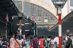 Stoomtrein bij de Spoorweg van de Staat van Thailand 119 jaar verjaardags Stock Afbeelding