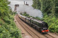 Stoomtrein op een moderne spoorweg Royalty-vrije Stock Foto's