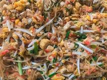 Stootkussen Thai in de pan Het stootkussen Thai is het favorietste en beroemde Aziatische Thaise straatvoedsel royalty-vrije stock afbeeldingen