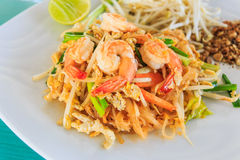 Stootkussen Thai of Fried Rice Sticks met Garnalen Stock Foto's