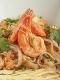 Stootkussen Thai met Garnalen stock foto's