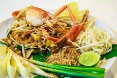 Stootkussen Thai met gebraden riviergarnalen, Thaise stijl Royalty-vrije Stock Foto's