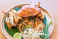 Stootkussen Thaise noedel met blauwe krab royalty-vrije stock afbeeldingen