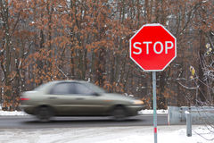 Stop road sign with traffic cars Royalty Free Stock Photos