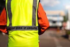 Free `Stop Work If Unsafe` On Reflective Vest For Worker. Stock Image - 182297671
