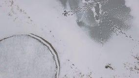 Stopa ślada na lodzie nad widok, zdjęcie wideo