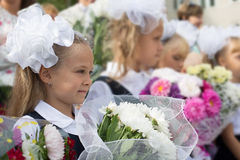 Stopień dziewczyny w pierwszy dniu szkoła zdjęcia royalty free