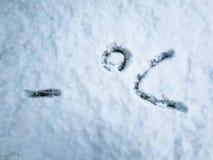 Stopnie Celsjusza pisać w świeżo spadać śniegu zdjęcia stock