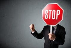 stopp för affärsmanholdingtecken Arkivfoto