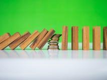 stopp för dominoeffekt Arkivfoto