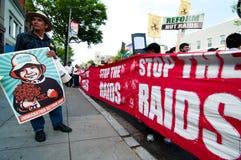 stopp för invandringmarschrazzior Arkivfoto