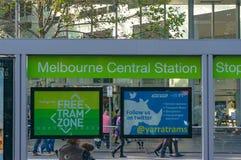Stopp för Melbourne centralstationspårvagn i fri spårvagnzon i Melbour Arkivfoton