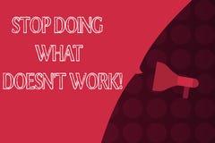Stopp för ordhandstiltext som gör vilket Doesn t inte arbete Affärsidéen för upptaget betyder inte alltid att vara produktiv stock illustrationer
