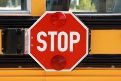 stopp för bussskolatecken Arkivbilder